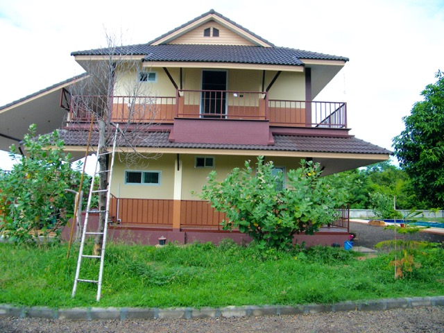 Country house for sale nakhon ratchasima nakhon for Big house for sale with swimming pool