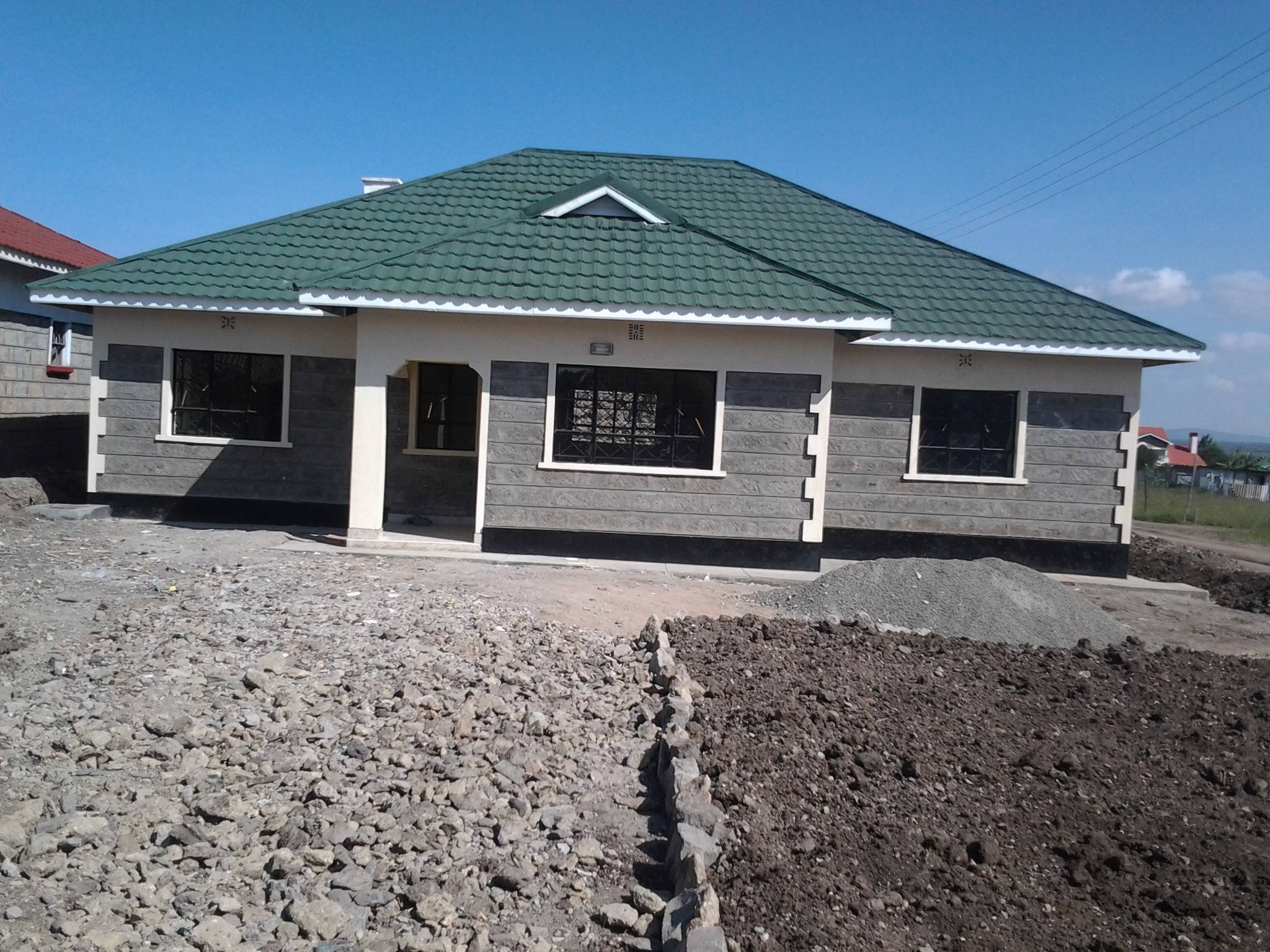 Modern bungalow house plans in kenya for Roofing designs in kenya