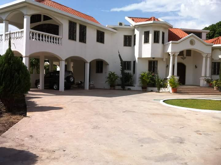 House for rent petion ville ouest haiti house for rent for Garden pool haiti