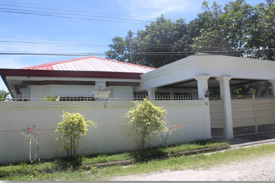 Iligan city andrada modern contemporary house at 4 2m for Contemporary real estate for sale